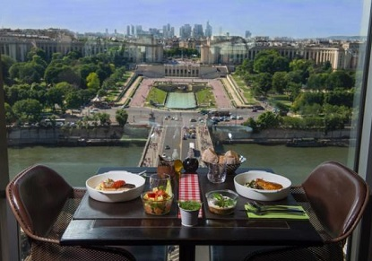 Romantic Paris with Champagne Lunch on the Eiffel Tower (Escorted from London)