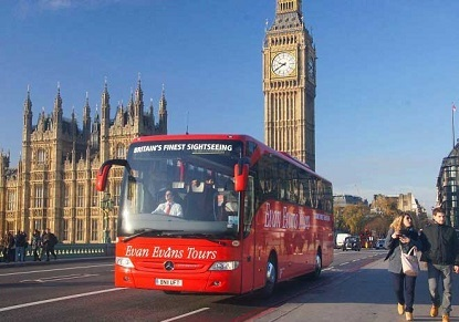 As night falls, London begins to sparkle! See the city at its dazzling best with a London by Night Tour and soak up the lively evening atmosphere from your perch on an open top bus.